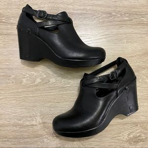 Dansko leather Franka ankle bootie size 39